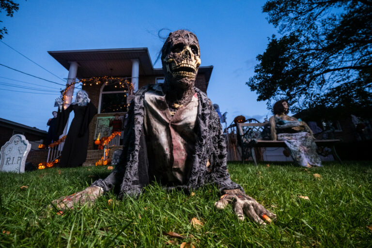 New Yorkers going all out for Halloween scares: The Post's week in photos