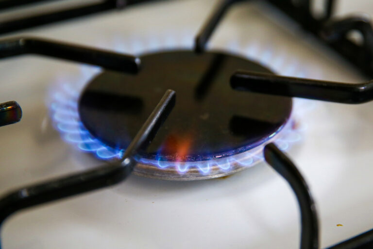Health and environmental experts are coming for your gas stove