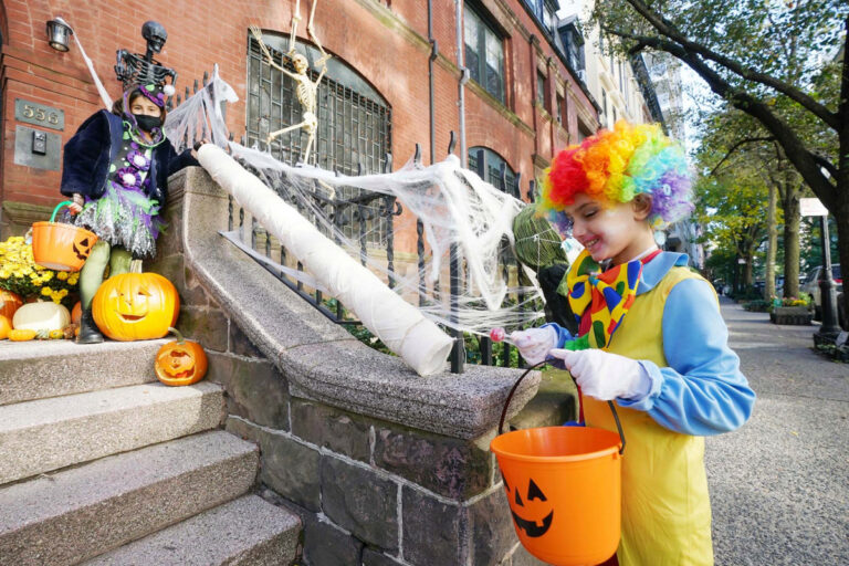 How families are celebrating a social-distance style Halloween
