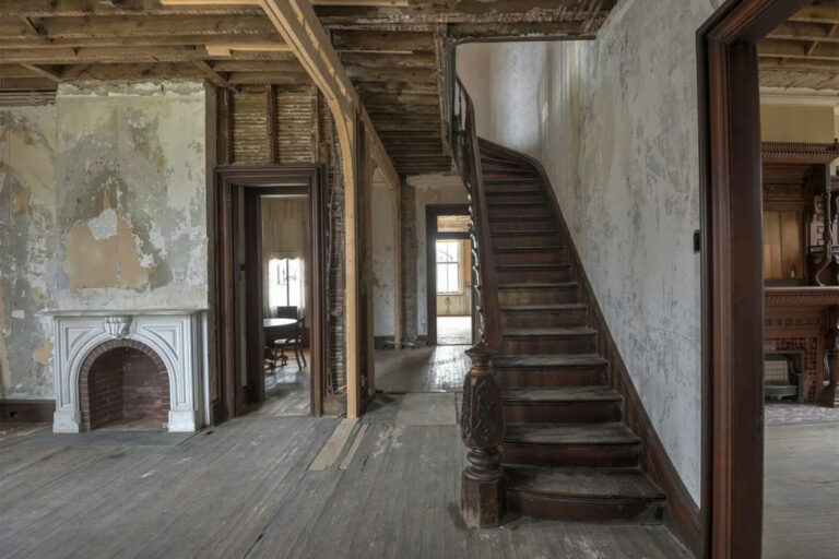 Haunted NY castle to be auctioned off on Halloween, bids start at $25K